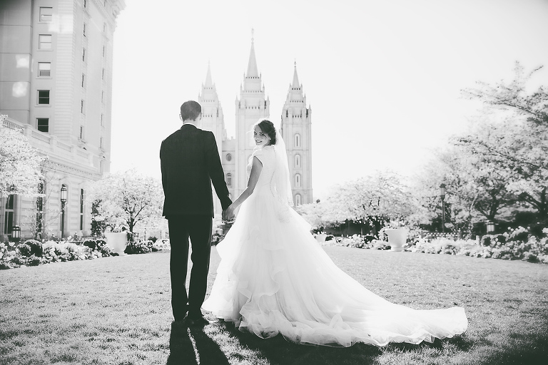 Utah county wedding photographer, Utah photographer, Find a wedding photographer in Salt Lake City, Photographers in Utah, professional wedding photographer, Anastasia Strate Photography, Modest wedding dress, find temple dress